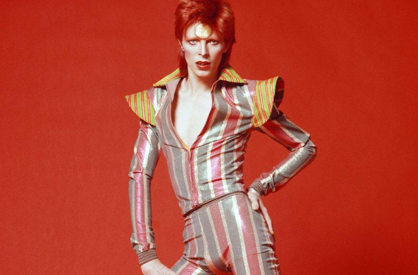 David Bowie, el ícono inmortal de la moda: un repaso por sus reconocidos trajes