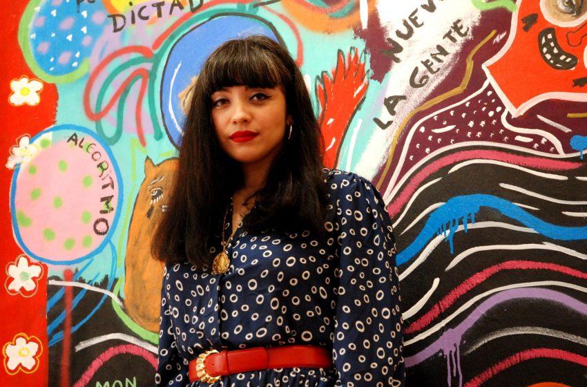 """Para llegar a todo el mundo"": Exposición de Mon Laferte en Valparaíso estrenó recorrido virtual en 360°"