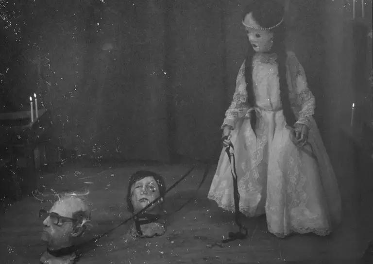 """""""Los Huesos"""": El oscuro corto chileno que desentierra a Portales y Jaime Guzmán con director de Hereditary en producción"""